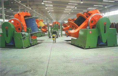 Torcedeiras para fabricação de cabos, umbilicais, cordas e cabo transposto